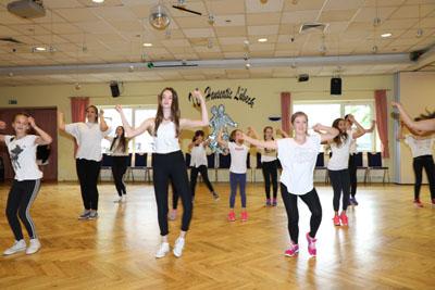 Der Tanzclub Hanseatic lädt Kinder und Jugendliche zum Ausprobieren verschiedener Tanzsportarten ein. Foto: TC Hanseatic/Archiv