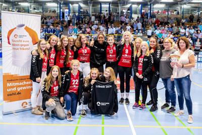 Die weibliche Handball-C-Jugend von Lübeck 1876 hat beim Stadtwerke Lübeck Trikot-Tausch gewonnen. Foto: Stadtwerke Lübeck