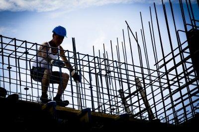 Die Bauwirtschaft brummt. Jetzt bekommen Maurer und Co. ein kräftiges Lohn-Plus. Foto: IG BAU