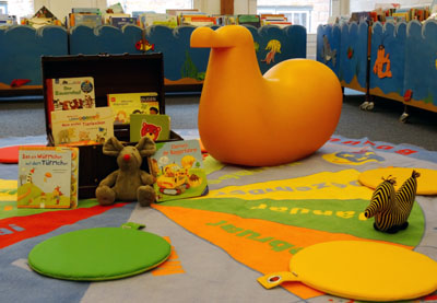 Kinder von 4 bis 8 Jahren können in der Kinder- und Jugendabteilung die Geschichte vom Löwen, der nicht schreiben konnte erleben.
