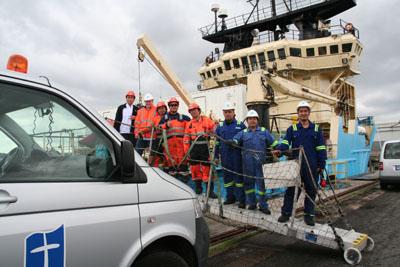 Vorfreude bei der Crew: Die Seemannsmission Lübeck bringt sie in den Seemannsclub. Foto: Seemannsmission HL