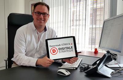 Bürgermeister Jan Lindenau hofft auf bis zu 17,5 Millionen Euro vom Bund für die Digitalisierung der Region Lübeck.