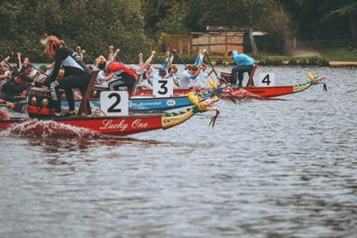 Die Wakenitz Drachen haben die 1. Norddeutsche Meisterschaft im Drachenboot über 8.000 Meter gewonnen. Fotos: Lübecker Ruder-Gesellschaft.