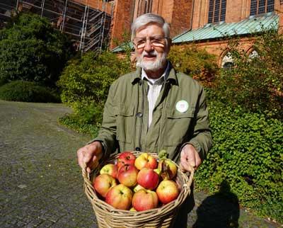 Naturbeobachtungen im Obstbiotop an der Trave mit Landwirt  und Pomologe Heinz Egleder stehen auf dem Plan.