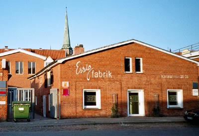 Gelesen wird in der Essigfabrik, Kanalstraße 26-28.