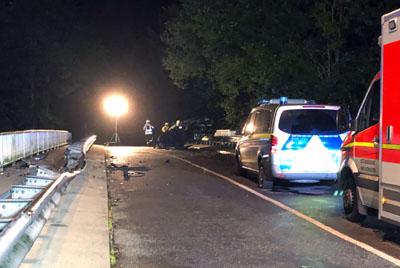 Das Fahrzeug überschlug sich mehrfach. Zur Unfallursache liegen noch keine Angaben vor. Foto: DS