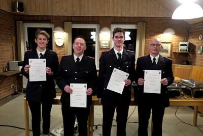 Beförderungen, von links: K. Tamm, S. Hoffmann, S. Reichert, M.Müller. Fotos: FF Sierksdorf