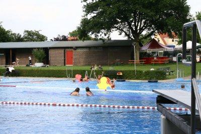 Ab Samstag sind die Freibäder in Schlutup und Moisling wieder geöffnet. Foto: Schwimmbäder/Archiv