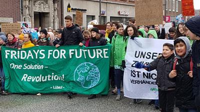 Die Regionalgruppe Lübeck der Bewegung Fridays for Future organisiert dieses Mal eine Fahrraddemo. Foto: Harald Denckmann.