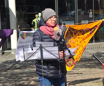 Antje Jansen sprach bei der Kundgebung auf dem Markt. Foto: GAL