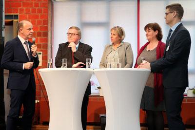 Fred Mente, Werner Kalinka, Claudia Schwartz, Ursula Hegger sowie Moderator Lutz Regenberg diskutierten die Auswirkungen des Gesetzes. Foto: Kristin Wendt