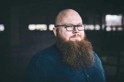 Singersongwriter Andreas Kümmert ist in vielen Musikrichtungen zu Hause. Foto: Ben Wolf.