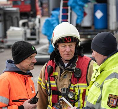 Am Skandinavienkai wurde der Umgang mit einem Gefahrgutunfall geübt. Foto: Landespolizeiamt