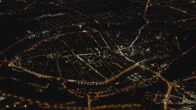 Lübeck in der Nacht: Um Details auf einer großen Leinwand zu erkennen, lohnt sich ein Besuch im KoKi. Foto: imFilm