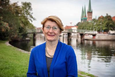 Silke Mählenhoff, Vorsitzende des Ausschusses für Umwelt, Sicherheit und Ordnung, bietet das erste Mal eine Open-Air-Sprechstunde an.