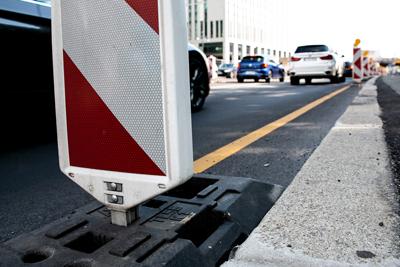 Verfahrene Lebenszeit: Bauleute verbringen oft mehrere Stunden täglich im Auto, um zur Arbeit zu kommen – meist unbezahlt. Jetzt will die IG BAU eine Entschädigung der Wegezeiten durchsetzen. Foto: IG BAU