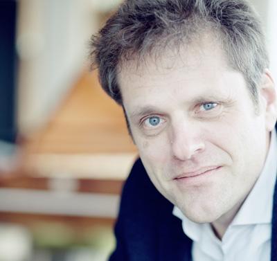Die Leitung des MHL-Ensembles für Alte Musik hat der Niederländer Pieter-Jan Belder, der damit sein Antrittskonzert in Lübeck gibt.