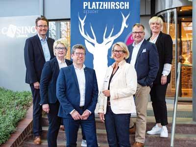 Von links: Vorstand Andreas Schubert, Olivia Kempke, Christian Schult, Imke Krause, Hagen Goldbeck und Jana Kürbis suchen den Platzhirsch. Foto: MC HL