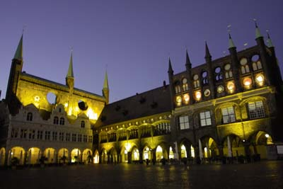 Die beiden Landesregierungen tagten erstmals gemeinsam im Lübecker Rathaus.