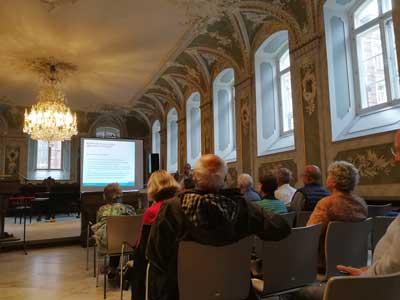 Die Besucher zeigten großes Interesse und stellten viele Fragen. Foto: Bruno Böhm, Senior:innenbeirat