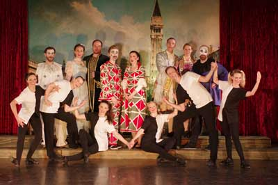 Mit großem Ensemble wird die musikalische Komödie auf die Bühme gebracht. Foto Lübecker Sommeroperette.