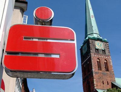 Die Sparkasse zu Lübeck bietet bis auf Weiteres einen kostenlosen  Bargeldlieferservice im Lübecker Stadtgebiet an.