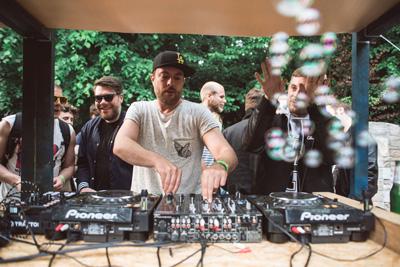 Die Elektro-Beats vom Spielwiese Kollektiv laden zum Tanzen und Chillen ein. Foto: Spielwiese e.V.