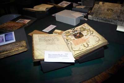 Im Archiv der Hansestadt werden wertvolle Kulturgüter verwahrt. Foto: JW.