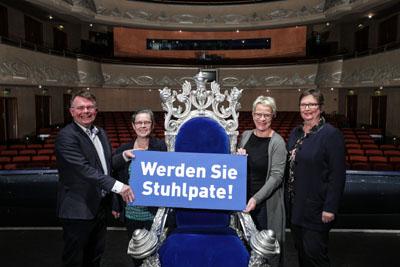 Der Vorstand realisiert Fundraising durch Stuhlpatenschaften. Archivfoto: Lutz Roeßler