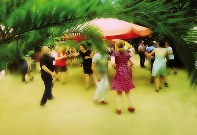 Der Sunday Swing ist jeden ersten Sonntag im Monat bis September im Schulgarten.