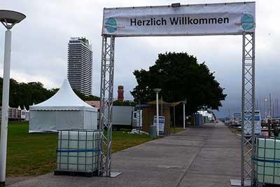 Der Aufbau der Travemünder Woche läuft bereits auf Hochtouren. Foto: Karl Erhard Vögele