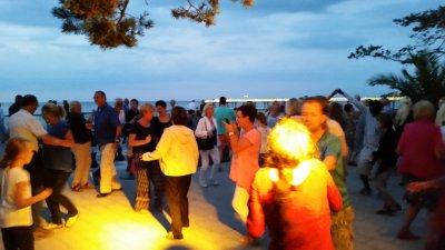 In der Sommersaison wird wieder zum Tanzen am Meer in Niendorf eingeladen. Foto: TSNT