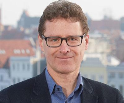 Thorsten Fürter hebt die Bedeutung der getroffenen Entscheidungen für die positive Entwicklung des Lübecker Hafens hervor. Foto: Grüne HL