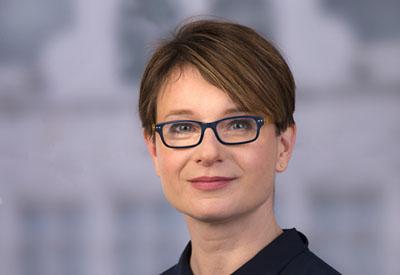 Claudia Treumann lädt die Einrichtung eines neuen Ausschusses ab.