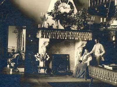 Halle der Villa Gropius, Manon Gropius mit Sohn Walter, etwa 1913. Foto: TSNT GmbH.