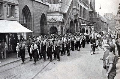 Der SA-Aufmarsch 1932 in der Breiten Straße. Foto: Archiv der Hansestadt Lübeck