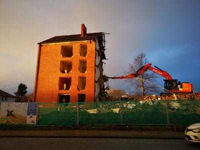 An der Artlenburger Straße werden die alten Blocks durch moderne Wohnungen ersetzt. Fotos: Sven und Darinka Henning