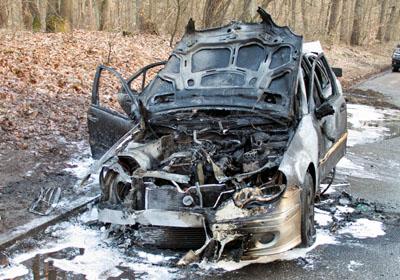 Das Auto brannte vollständig aus. Fotos: VG