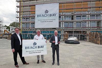 Bürgermeister Jan Lindenau stellte zusammen mit den Investoren Martin Aye und Sven Hollesen den neuen Namen vor. Fotos: Karl Erhard Vögele