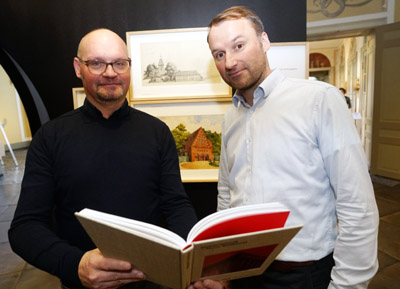 Kurator Prof. Olaf Gisbertz und Museumsleiter Dr. Alexander Bastek stellten die neue Ausstellung Mitte Januar vor. Foto: JW
