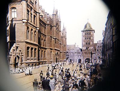 Die Große Burgstraße um 1900 kann im Behnhaus in 3D betrachtet werden. Fotos: JW