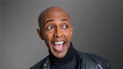 Berhane Berhane präsentiert den Lübecker Comedy Club. Foto: Ralph Larmann