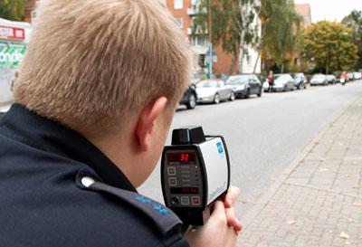 Die Polizei erwischte in Lübeck und Ostholstein 1334 Autofahrer, die zu schnell unterwegs waren.