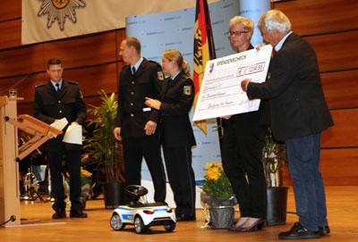 Die Absolventen unterstützen die Arbeit des Lübecker Spielmobils. Fotos: RB