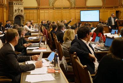 Nach nur einer Sitzung verliert die Kooperation von SPD und CDU ihre Mehrheit in der Bürgerschaft. Foto: JW