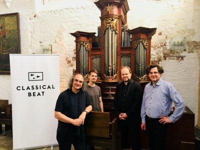 Prof. Bernd Ruf (Künstlerischer Leitung Classical Beat), Marc Tietz (Classical Beat), Marienorganist Johannes Unger und Prof. Franz Danksagmüller. Foto: Stiftung Neue Musik Impulse