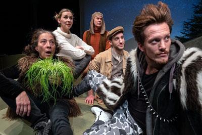 Die Herde: Alexandra Neelmeyer, Andrea Gerhard, Ulli Haussmann, Rouven Kriete und Tobias Schaller. Foto: Theater Combinale