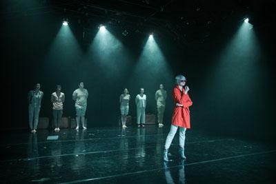 Die Jugendlichen bekamen für ihre Inszenierung viel Beifall. Fotos: Lutz Roeßler