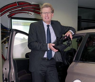 Verkehrsminister Dr. Bernd Buchholz am Fahrsimulator. Foto: Veranstalter