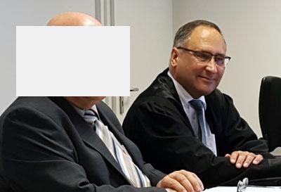 Detlef H. und sein Anwalt Oliver Dedow bestreiten den Vorwurf. Fotos/O-Ton: Harald Denckmann